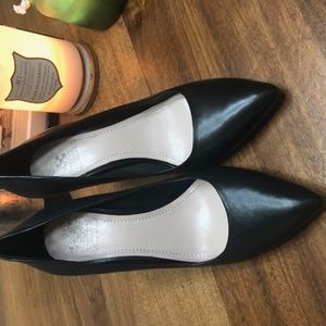 Vince Camuto NEW black leather classic heels 7 1/2